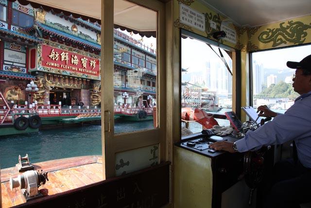 jumbo-floting-boat-aberdeen-hong-kong-photo-charles-guy-02