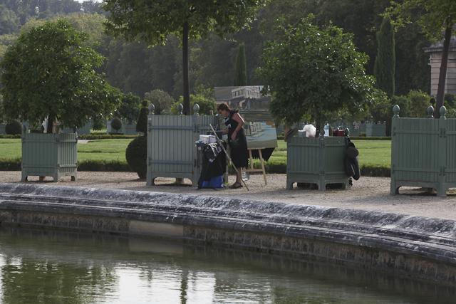 Michelle AUBOIRON peint depuis les jardins de l'Orangerie du château de Versailles
